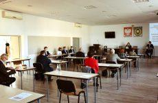 Więcej o: Radni obradowali nasesji nadzwyczajnej